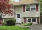 Foreclosed Home en AVONDALE DR, Shirley, NY - 11967