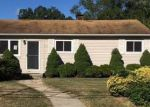 Foreclosed Home en N THOMPSON DR, Bay Shore, NY - 11706