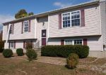 Foreclosed Home en STANMARK DR, Plainfield, CT - 06374