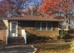 Foreclosed Home en GRAND AVE, Shirley, NY - 11967