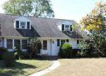 Foreclosed Home en CHESTNUT HILL DR, Riverton, NJ - 08077