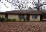Foreclosed Home en COWART ST, Huntington, TX - 75949
