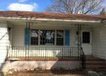 Foreclosed Home en MEEHAN AVE, Raritan, NJ - 08869