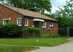 Foreclosed Home en KAREN ST, Livonia, MI - 48150