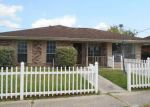 Foreclosed Home en RIVERVIEW DR, Saint Rose, LA - 70087
