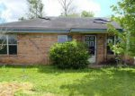 Foreclosed Home en JUDGE DOUCET RD, Abbeville, LA - 70510