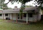 Foreclosed Home en W GRENOBLE DR, Grand Prairie, TX - 75052