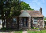 Foreclosed Home en N LAKE ST, Paris, TN - 38242
