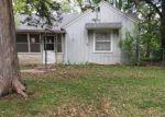 Foreclosed Home en HILLSIDE LN, Newton, KS - 67114