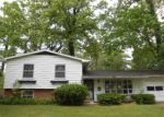 Foreclosed Home en WOODCREST DR, South Bend, IN - 46617