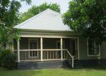 Foreclosed Home en N PECOS ST, Lockhart, TX - 78644