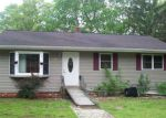 Foreclosed Home en JEROME PKWY, Jewett City, CT - 06351