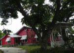 Foreclosed Home en N PECAN AVE, Luling, TX - 78648