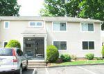 Foreclosed Home en SAINT KOLBE DR, Holyoke, MA - 01040