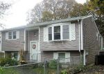 Foreclosed Home en TAPLOW ST, Warwick, RI - 02889