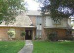 Foreclosed Home en OAKCROFT DR, Houston, TX - 77070