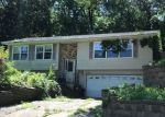 Foreclosed Home en M AVE NW, Cedar Rapids, IA - 52405