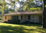 Foreclosed Home en BROUSSARD AVE, Lufkin, TX - 75901