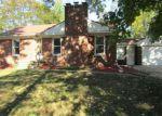 Foreclosed Home en N STANMOOR DR, Livonia, MI - 48154