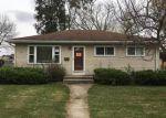 Foreclosed Home en GREENMEADOW DR, Waukesha, WI - 53188