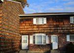 Foreclosed Home en PATRICIA RD, Bridgeport, CT - 06606