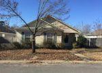 Foreclosed Home en VILLAGE DR, Benton, AR - 72015