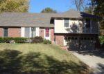 Foreclosed Home en NW 53RD TER, Kansas City, MO - 64118