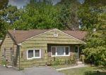 Foreclosed Home en ALCOLADE DR E, Shirley, NY - 11967