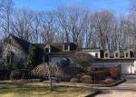 Foreclosed Home en ORCHARD RD, West Hartford, CT - 06117
