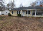 Foreclosed Home en JOHN ST, Greenville, MS - 38703