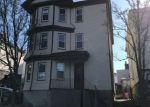 Foreclosed Home en COLUMBIA ST, Fall River, MA - 02721