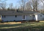 Foreclosed Home en N WOODLAND AVE, Forest City, NC - 28043