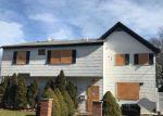 Foreclosed Home en KILBURN AVE, Huntington Station, NY - 11746