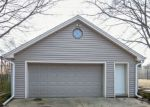 Foreclosed Home en BIRCH DR, Waukesha, WI - 53188