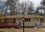 Foreclosed Home en COUNTRYSIDE DR, Johnston, RI - 02919