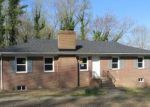 Foreclosed Home en N JUNALUSKA DR, Richmond, VA - 23225