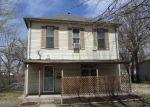 Foreclosed Home en W 3RD ST, Newton, KS - 67114