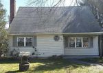 Foreclosed Home en OAKWOOD DR, Shirley, NY - 11967