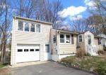 Foreclosed Home en SHADEE LN, Waterbury, CT - 06706