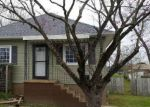 Foreclosed Home en BARHAM AVE, Johnston City, IL - 62951