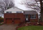 Foreclosed Home en SPARTAN DR, Monroeville, PA - 15146