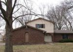 Foreclosed Home en ROCKINGCHAIR RD, Greenwood, IN - 46142