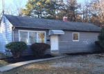 Foreclosed Home en EISENHOWER AVE, Brentwood, NY - 11717