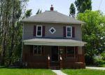 Foreclosed Home en E 8TH ST N, Newton, IA - 50208