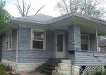 Foreclosed Home en S COMMERCIAL ST, Benton, IL - 62812