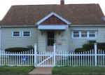 Foreclosed Home en ELM ST, Jewett City, CT - 06351