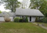 Foreclosed Home en CASTLE DR, Stratford, CT - 06614