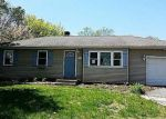 Foreclosed Home en HELENE DR, Shirley, NY - 11967