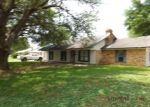 Foreclosed Home en COUVILLION ST, Moreauville, LA - 71355