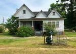 Foreclosed Home en W SLOCOMB ST, Slocomb, AL - 36375